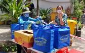 舊邑郡勞動聯團代表向因新冠肺炎疫情而被封鎖的區域貧困勞工贈送禮物。