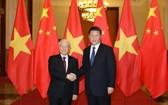 越南共產黨中央總書記阮富仲(左)與中共中央總書記習近平。(圖源:越通社)