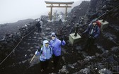 富士山時隔一年開山 迎來今夏登山季