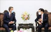 政府副總理范平明(右)接見澳大利亞貿易、旅遊、投資部長丹‧特漢。(圖源:越通社)