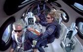 機組和乘客在失重環境裡漂浮。(圖源:互聯網)