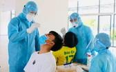在市國立大學宿舍居住的學生獲採樣檢測新冠肺炎。