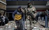 南非爆發27年來最致命騷亂,72死逾千人被捕。(圖源:互聯網)