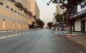 新世界酒店附近的市中心往日人車往來絡繹不絕、商店熱鬧的繁榮景象,現在一片靜悄悄沒見幾人往來。(圖源:世鄭)
