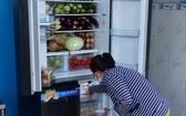"""給民眾提供食品的""""石生冰箱""""。"""