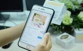 許多民眾在社交隔離期間上網購物。
