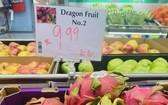 越南火龍果在澳洲墨爾本一家超市貨物架上亮相。(圖源:越通社)