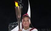 女子網球四大滿貫4冠選手大阪直美擔任了萬眾矚目的點燃聖火台的火炬手。(圖源:共同社)