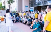 雄王醫院院長黃氏艷雪向醫務人員發出動員令。