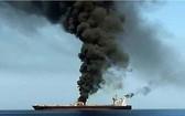 7月29日,一艘油輪在阿曼附近的阿拉伯海海域遭到襲擊,兩名船員死亡。(圖源: AFP)