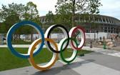 東京奧組委8月1日宣佈,包括2名運動員在內的6名奧運相關人士因違反防疫規定被註銷奧運註冊證件。(圖源: 互聯網)
