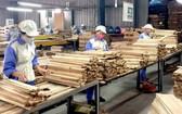 越南木製品外銷外國市場。(圖源:VOV)