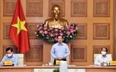 政府總理范明政(中)在會議上發表指導意見。(圖源:VGP)