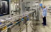 """越南奶品股份公司緊密實施""""三就地""""方案以保持穩定生產。"""