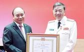 公安部領導獲頒授黨齡紀念章