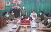 市公安廳副廳長阮仕光大校(站)親往視察探望第三郡公安幹部和戰士們。