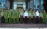 政府總理范明政同與會代表合影留念。(圖源:春長)