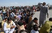 2021年8月16日,大量阿富汗人在喀布爾機場等待逃離。 (圖源:AFP)
