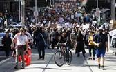 """澳大利亞多地民眾舉行反""""封城""""遊行。(圖源:AP)"""