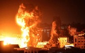 當地時間21日晚,以色列國防軍對加沙發動空襲。(圖源:互聯網)