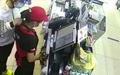 歹徒持刀威脅第八郡便利店人員。