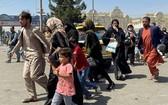 圖為 8月16日,人們試圖進入阿富汗喀布爾的哈米德卡爾扎伊國際機場。(圖源:路透社)