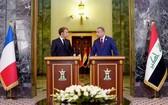 馬克龍(左)與伊拉克總理穆斯塔法‧卡迪米。(圖源:)
