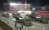 圖為1月14日晚,朝鮮勞動黨第八次全國代表大會閱兵活動,新潛射彈道導彈(SLBM)亮相。 (圖源:韓聯社/朝中社)