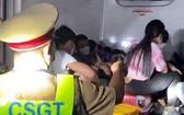 """職能力量當場查獲一冷凍車廂裡隱藏15人""""瞞天過站""""。(圖源:警方提供)"""