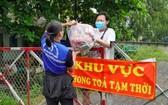 市社會安生中心向受新冠疫情影響的遇困民眾派發援助品。