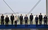 南歐九國集團領導人舉行峰會前大合照。(圖源:推特)