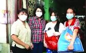 市越南祖國陣線委員會探望貧困少兒