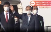 日本首相菅義偉23日乘坐政府專機從東京羽田機場出發,前往美國華盛頓出席日美、澳大利亞和印度的四國首腦會議。(圖源:視頻截圖)