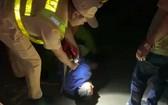 闖檢疫站的司機被制服。(圖源:克瀝)