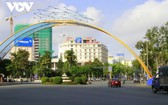 從9月30日中午12時起,芹苴市按政府總理第15號《指示》實施社交隔離措施。圖為芹苴市中心一景。(圖源:VOV)