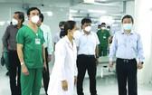 市、郡領導參觀第五郡收治新冠肺炎 患者醫院。