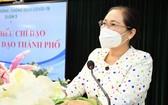 市人民議會主席阮氏麗在會議上發表指導意見。(圖源: 越勇)
