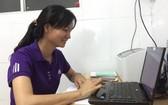 為了更好地工作,阮氏良不斷學習以提高知識水平。(圖片來源:SGGPO)