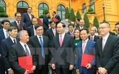 國家主席陳大光接見各新任駐外大使。(圖片來源:越南通訊社/顏創)