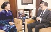國會主席阮氏金銀會見摩洛哥首相奧斯曼尼。
