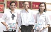 王沛川校長已從該中心的優秀生中選出華人學生陳沛欣(左一)。
