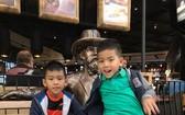 德籍越僑的兩名小孩正在離慕尼黑120公里的雷根 斯堡市玩耍。