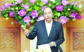 政府總理阮春福指導各省市 全力以赴防控疫情。