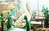 本市企業生產木製品出口。