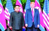 2018年6月12日,在新加坡,朝國務委員會委員長金正恩(左)和美總統特朗普合影。