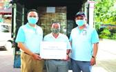 華文《西貢解放日報》社會慈善工作組獲得120箱物資
