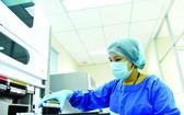 本市某醫院人員進行病毒檢測。