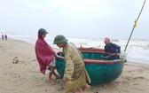 漁民上岸避颱風。