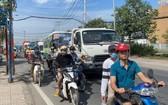 2021-2025年階段,市交通部門將集中解決第二郡桔萊港區域的堵車問題。圖為 阮維貞街堵車場景。