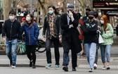 澳洲為防控疫情而實行封鎖措施,更強制上街者戴口罩。